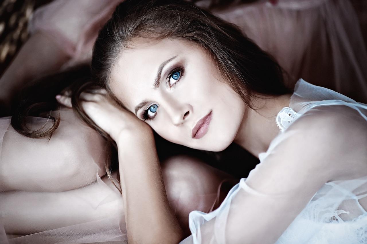le maquillage des yeux bleus