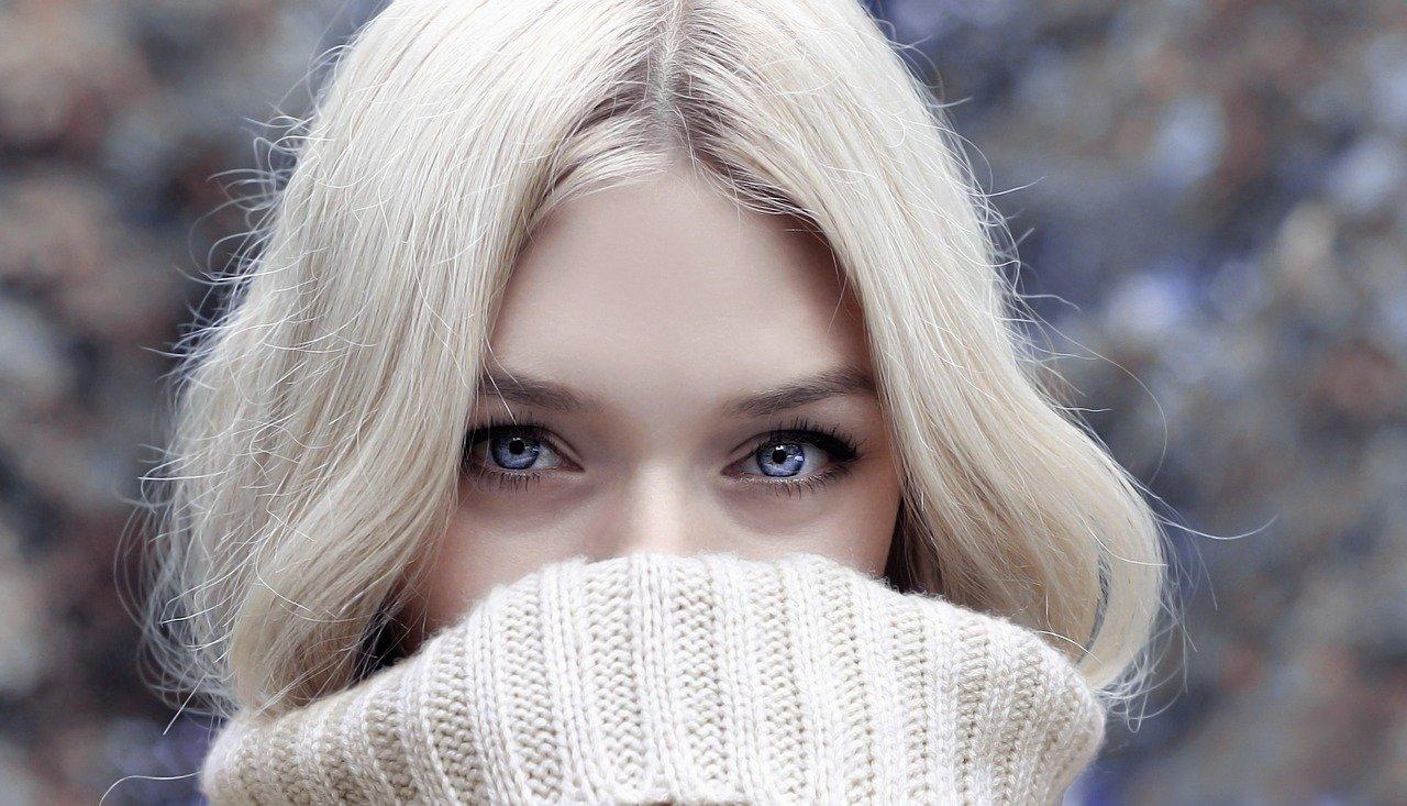 bien se maquiller quand on a les yeux bleus